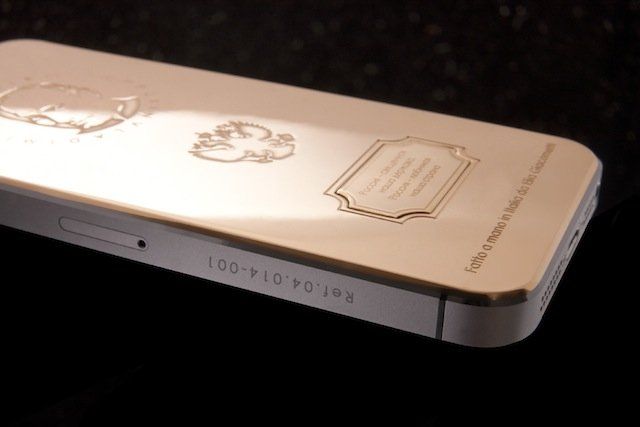 Hình ảnh Chiêm ngưỡng iPhone 5s in hình Tổng thống Putin giá 4.000 USD số 3