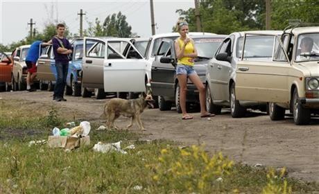 Lệnh ngừng bắn kết thúc, người Ukraine xếp hàng dài tháo chạy sang Nga 6