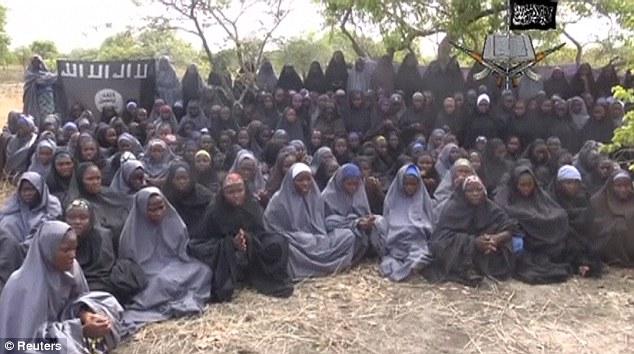 Nữ ca sĩ Nigeria đổi trinh tiết cứu hơn 200 nữ sinh bị bắt cóc 6