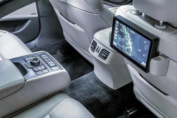 Hyundai Genesis 2015 với khả năng chống bắn tốc độ 6