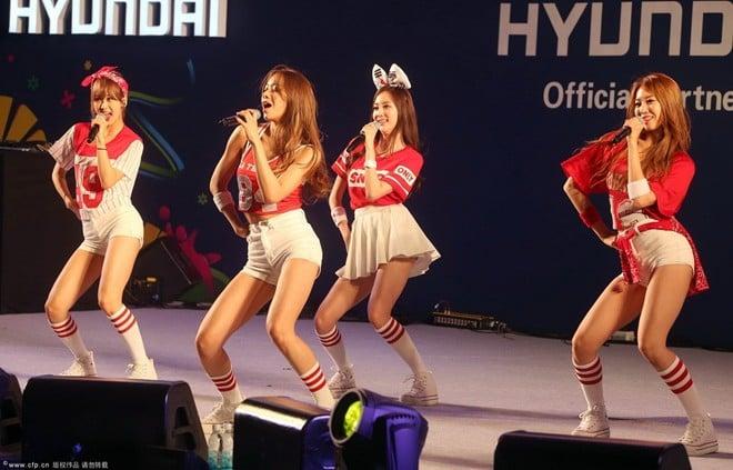 Fan nữ Hàn Quốc nhảy sexy cổ vũ World Cup 2014 6
