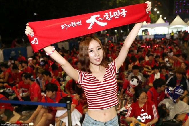 Fan nữ Hàn Quốc nhảy sexy cổ vũ World Cup 2014 7