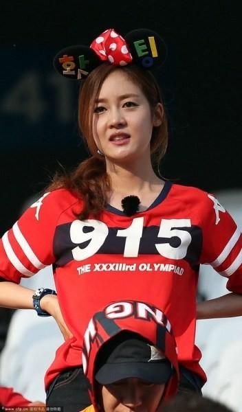 Fan nữ Hàn Quốc nhảy sexy cổ vũ World Cup 2014 12