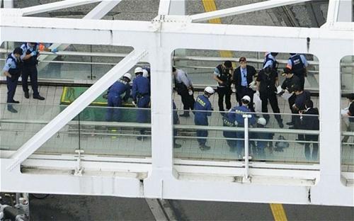 Một người Nhật tự thiêu để phản đối chính sách phòng thủ tập thể 8