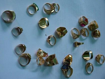 Vụ cướp tiệm vàng ở Bình Dương: Vợ tiếp tay cho chồng bán vàng 7