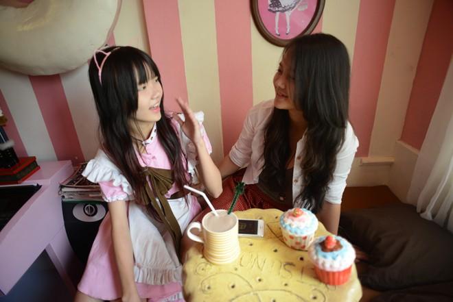 Giới trẻ Sài Gòn nô nức đi cà phê có nàng hầu phục vụ 9