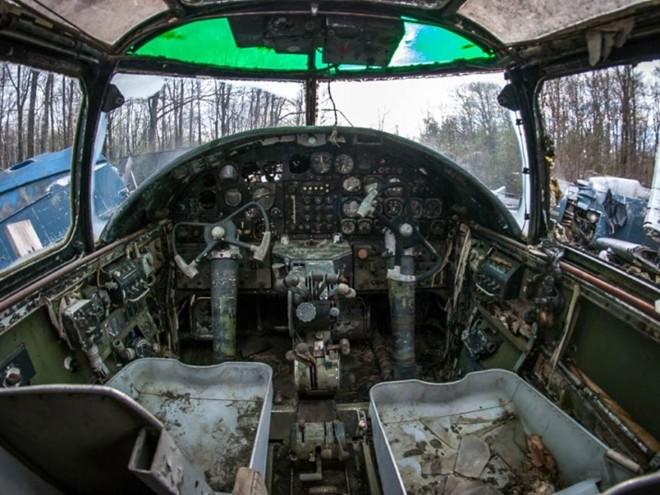 Nghĩa địa máy bay chiến đấu thời Thế chiến II 10