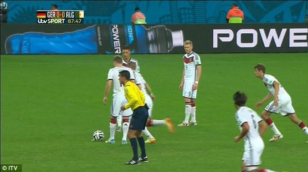Pha dàn xếp đá phạt vồ ếch siêu hài hước của đội tuyển Đức 1