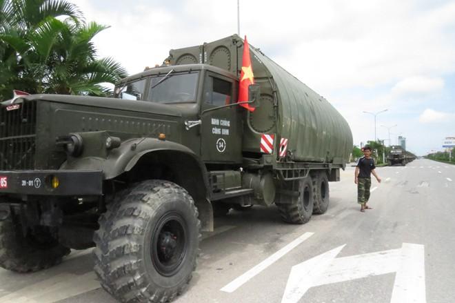 Dân Hải Phòng bất ngờ được chiêm ngưỡng dàn xe quân sự 6