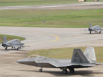 """Mỹ gửi chiến đấu cơ tàng hình đến Malaysia """"dằn mặt"""" Trung Quốc 6"""