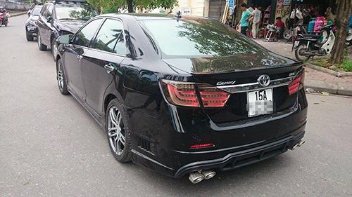 Lạ mắt với xe Toyota Camry độ đầu Lexus, đuôi BMW 7