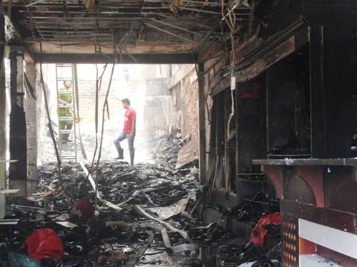 Vụ cháy khiến 3 người chết: Thẫn thờ bên quan tài cha mẹ, em gái 4