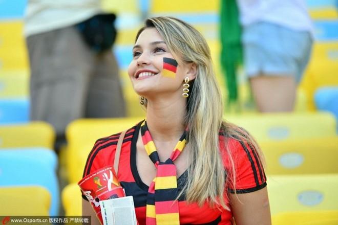 Vẻ đẹp hút hồn của fan nữ các đội hàng đầu World Cup 2014 7