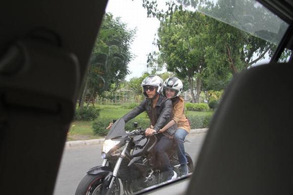 Bà Tưng ngoan hiền bên cạnh bạn trai 12