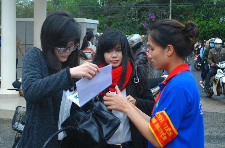 Đà Lạt: Hàng nghìn TS mặc áo ấm đi thi giữa mùa hè 10