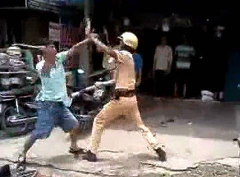 Những vụ cảnh sát giao thông bị hành hung, chống đối 10