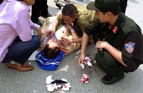 Những vụ cảnh sát giao thông bị hành hung, chống đối 12