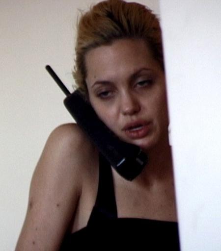 Sốc với cánh tay đầy vết chích của nữ diễn viên Hollywood Angelina Jolie 6