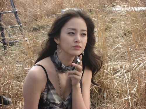 Loạt ảnh cực xinh chưa qua chỉnh sửa của Kim Tae Hee gây sốt 15