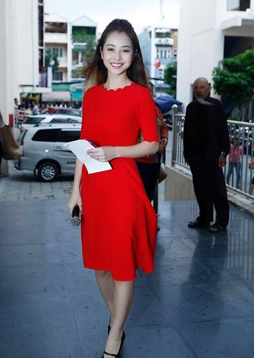 Jennifer Phạm đẹp rạng rỡ trong sắc đỏ tại Giọng hát Việt nhí 2014 8