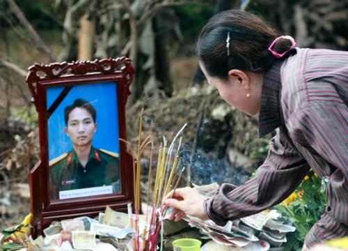 Truy tặng Huân chương cho các chiến sĩ trên máy bay gặp nạn ở Hòa Lạc 5