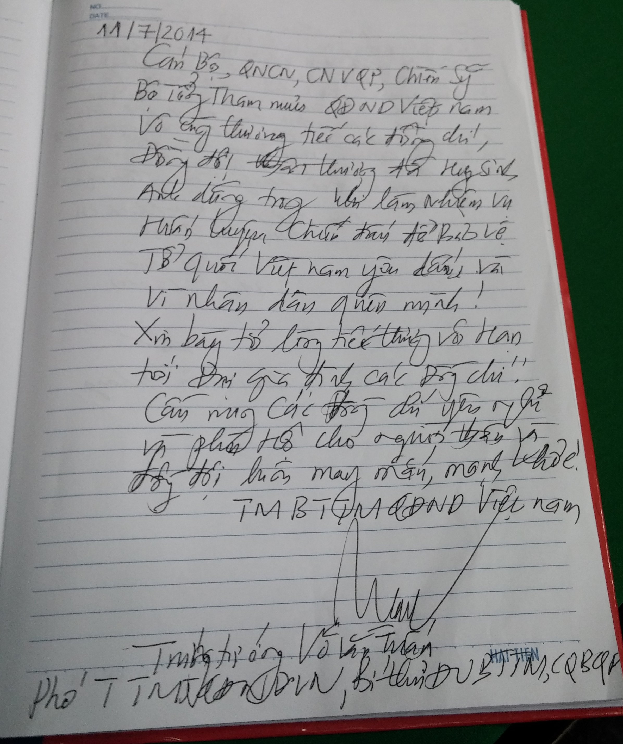 Hình ảnh Xúc động những dòng lưu bút trong sổ tang tiễn 18 liệt sĩ số 7