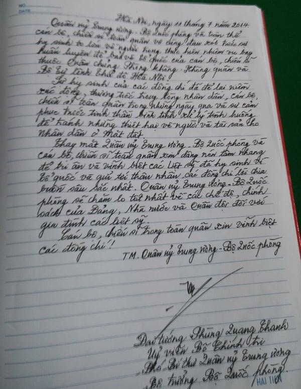 Hình ảnh Xúc động những dòng lưu bút trong sổ tang tiễn 18 liệt sĩ số 5