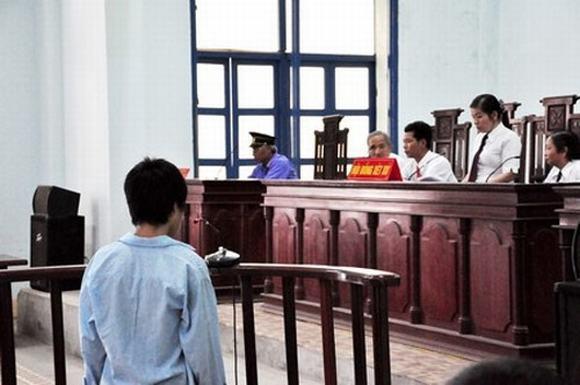 Đi tù với tội hiếp dâm phụ nữ vì nạn nhân quá dễ dãi 5