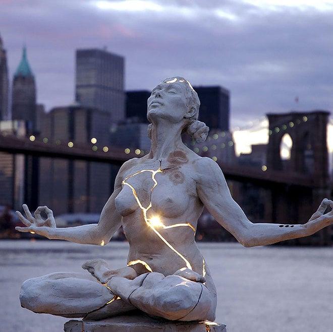 Chiêm ngưỡng những bức tượng kỳ quặc nổi tiếng thế giới 6