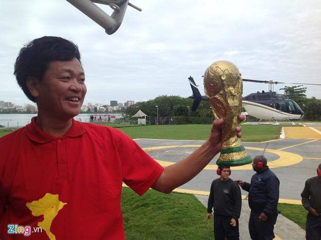Fan Việt thuê trực thăng xem trận Brazil - Hà Lan trên cao 5