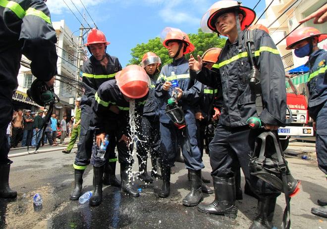 9 chiến sĩ ngạt khí độc trong lúc chữa cháy tại Đà Nẵng 10