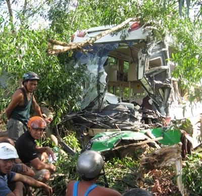 Phú Yên: Tai nạn xe khách nghiêm trọng làm 9 người thương vong 6