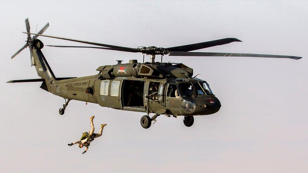 Độ cao để nhảy dù trong quân sự là bao nhiêu? 8