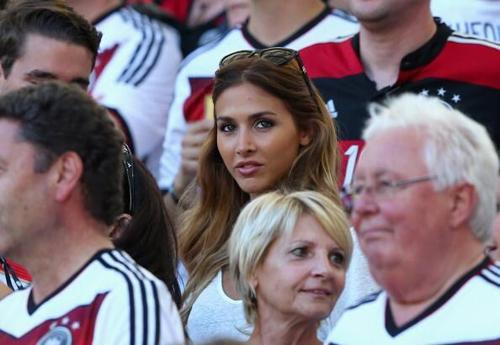 Gotze và bạn gái xinh như mộng tình tứ trên sân sau chung kết World Cup 2014 10