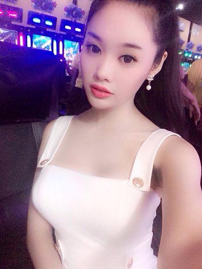 Á hậu Linh Chi vừa than khóc ông mất, vừa đăng ảnh tự sướng 6