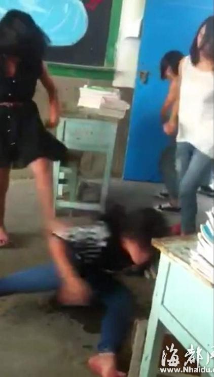 Clip 5 nữ sinh đánh hội đồng một nữ sinh khác gây phẫn nộ 6