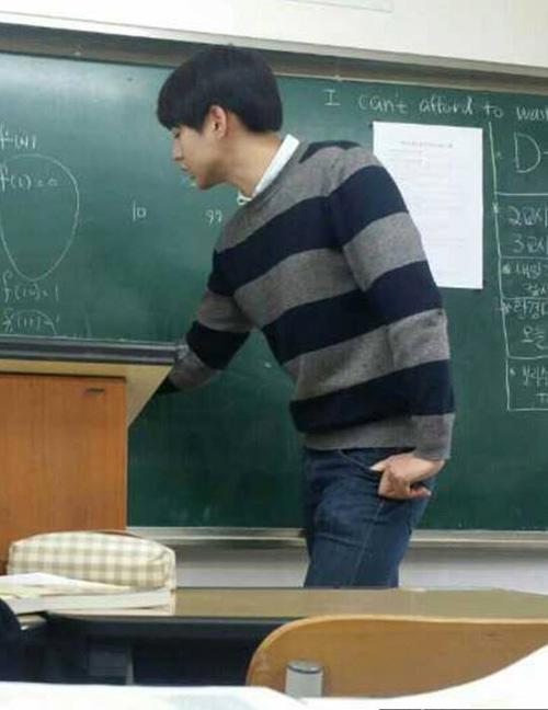 Thầy giáo dạy Toán giống Kim Tan như đúc gây xôn xao 6