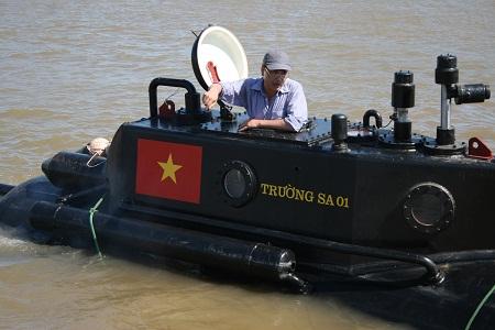 Tàu ngầm Trường Sa 01 chạy thử nghiệm dịp bão Rammasun đổ bộ 4
