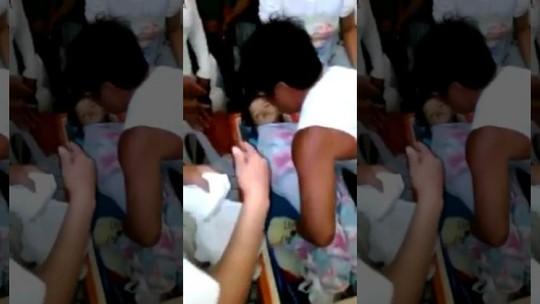 Giữa đám tang, bé 3 tuổi bất ngờ sống dậy trong quan tài 5