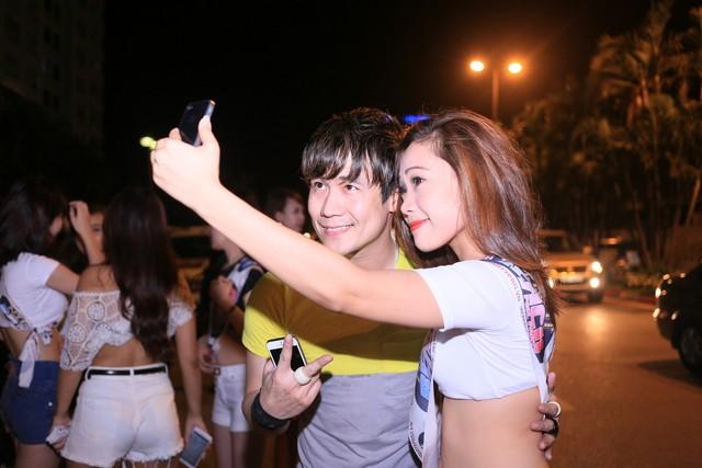 Náo loạn đường phố vì chiêu quảng cáo... toàn gái đẹp và sao Việt 8
