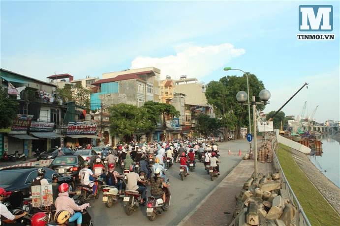 Chùm ảnh: Sập đường Láng, người dân bức xúc vì khắc phục chậm chạp 11