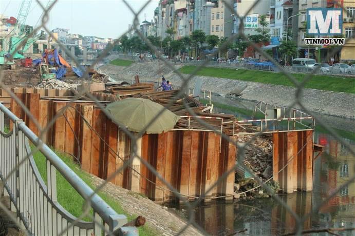 Chùm ảnh: Sập đường Láng, người dân bức xúc vì khắc phục chậm chạp 20