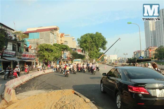 Chùm ảnh: Sập đường Láng, người dân bức xúc vì khắc phục chậm chạp 10