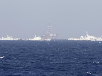 Tình hình biển Đông ngày 15/7: Tàu Trung Quốc dàn hàng ngang, tăng tốc, áp sát tàu VN 4