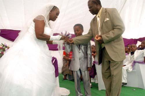 Cậu bé 9 tuổi làm đám cưới với người yêu của ông nội 62 tuổi 6