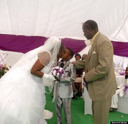 Cậu bé 9 tuổi làm đám cưới với người yêu của ông nội 62 tuổi 7