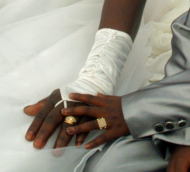 Cậu bé 9 tuổi làm đám cưới với người yêu của ông nội 62 tuổi 9