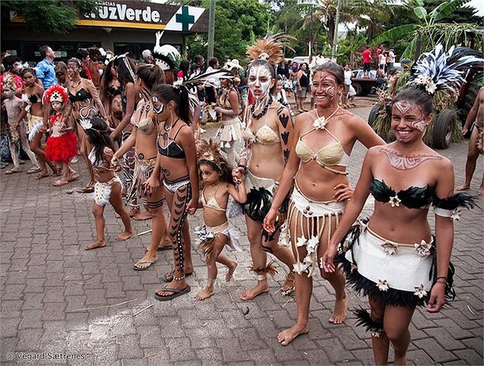 Ghé thăm bộ tộc thiếu nữ xinh đẹp có body chuẩn như người mẫu 11