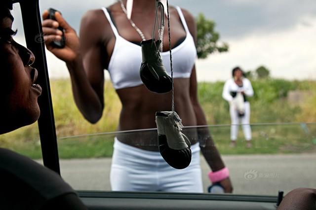 Cận cảnh gái mại dâm đường phố Italia hành nghề 7