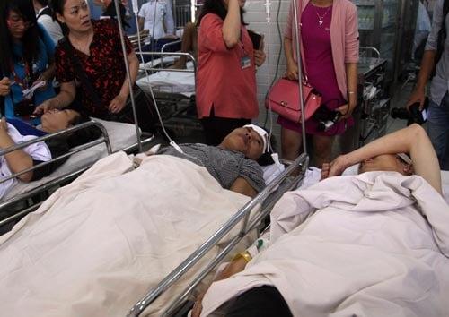 Mẹ nhìn con trai chết thảm trên xe khách bị nạn ở cao tốc  6